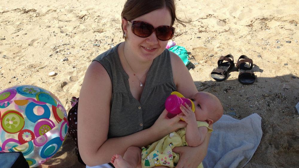 Johanne og Andrea på Maiko-stranda 16-9