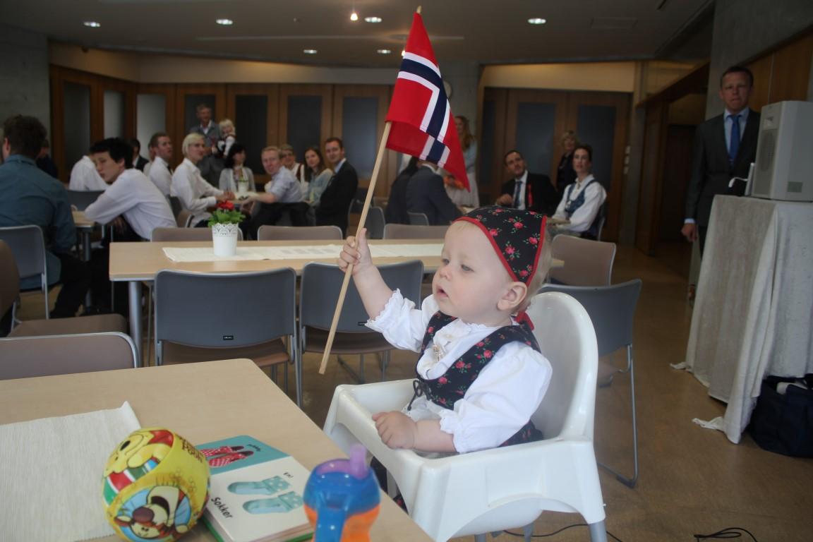 17 mai 2014 - Andrea med flagg