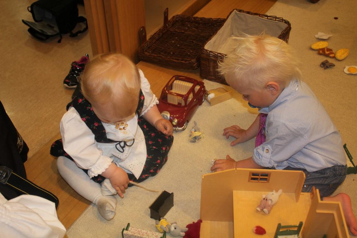 17 mai 2014 - Andrea og Mathias leker